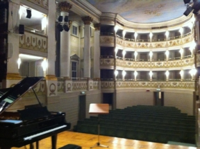 Teatro (Castelfranco Veneto) with piano